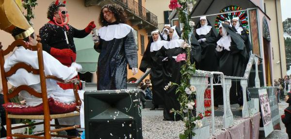 Piccolo-carnevale-di-paese---Sister-act.jpg