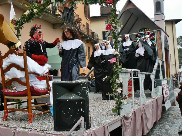 Piccolo carnevale di paese - Sister act